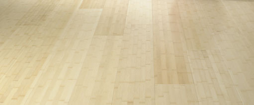 Plainpressed (brede stroken) naturel-kleurige bamboe vloer.